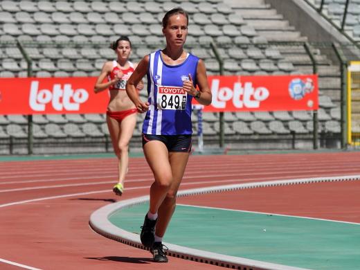 Vicky Liecken loopt 5000m op het BK